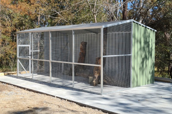Gable Roof Aviary For Cockatoo or Macaw