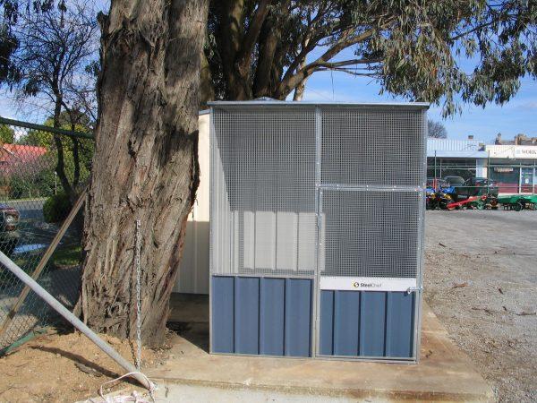Flat Roof Aviary